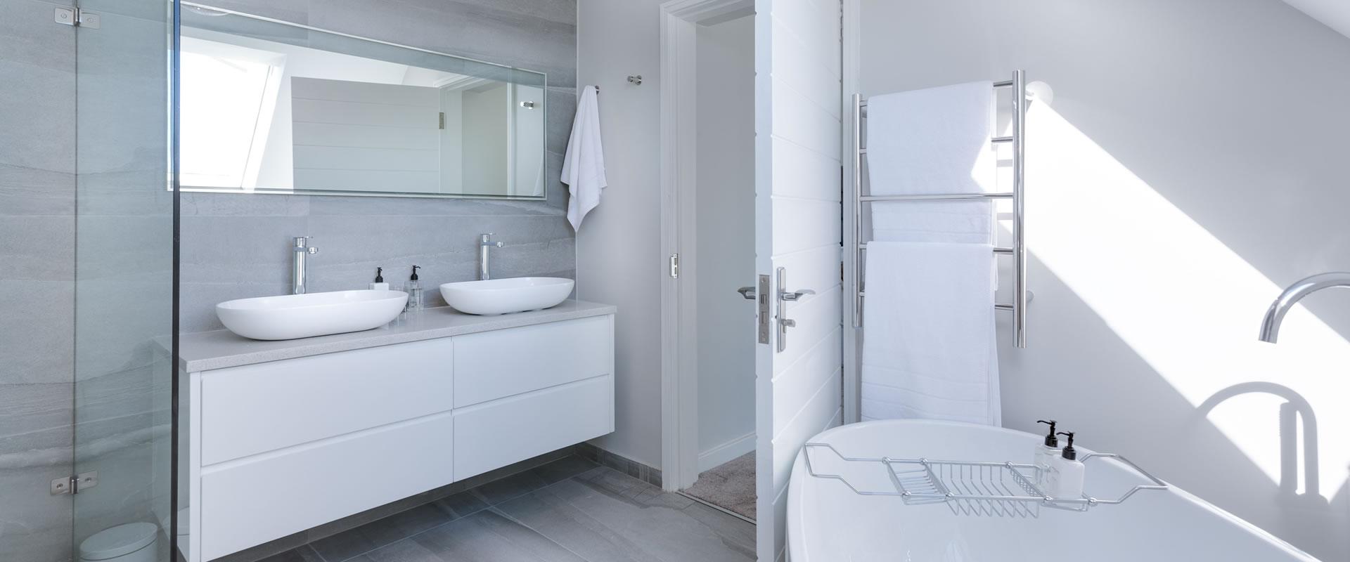 <a href='https://www.naler.de/leistungen/wohlfuehlbadezimmer/'><em>Wir erstellen Ihr</em> Wohlfühl-Badezimmer »</a>